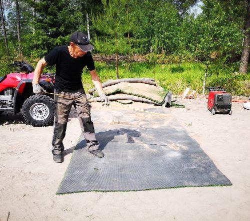 Röyläntuvan Frisbeegolf heittoalustoja rakennetaan